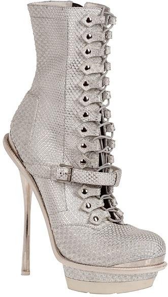 Alexander-McQueen-Fall-2011-platform-boot