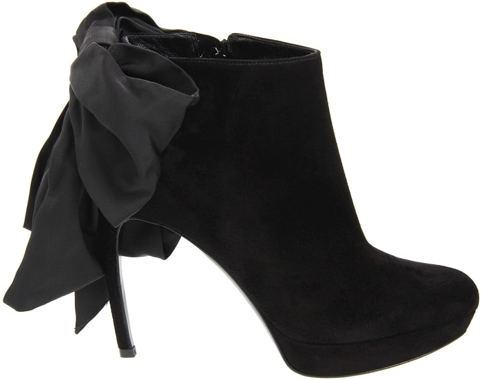 Alexander-McQueen-black-bow-boot-Fall-2012