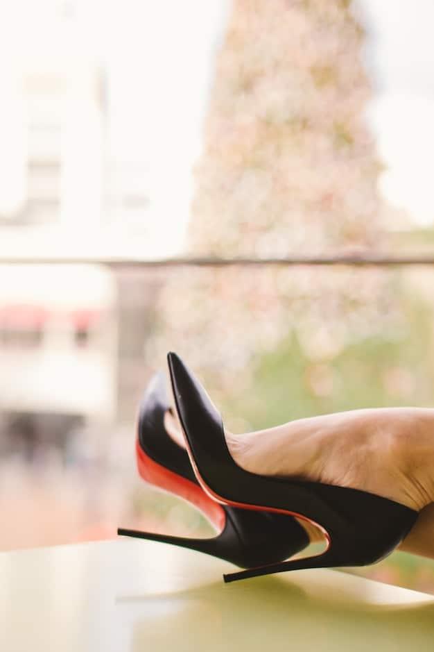 So-Kate-pumps-black-leather-Christian-Louboutin