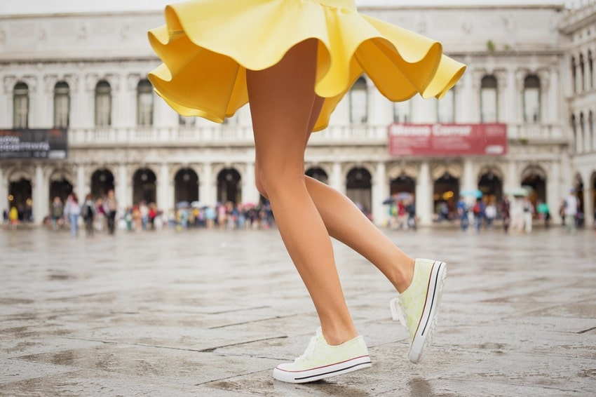 What Color Shoes to Wear with a Yellow Dress